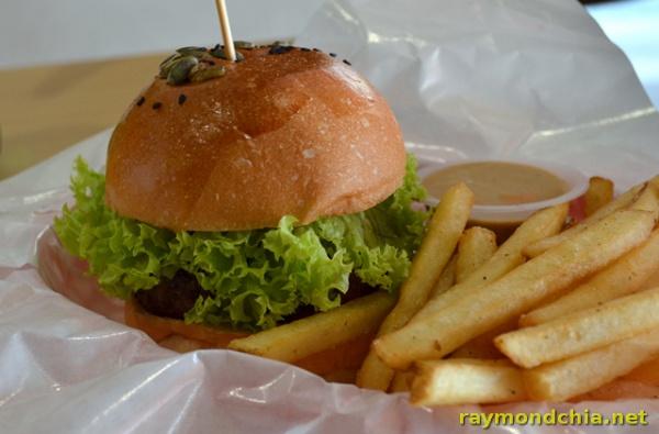 Burger Junkyard -20140501-2020