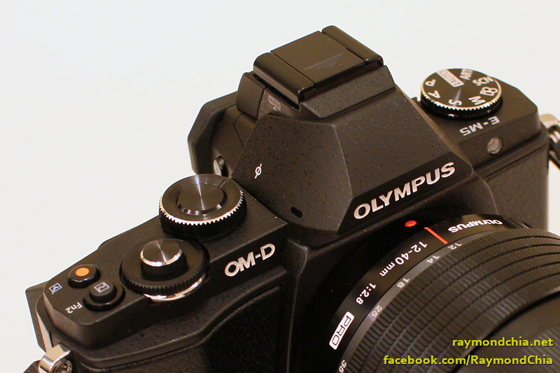 Olympus E-M5′s top view